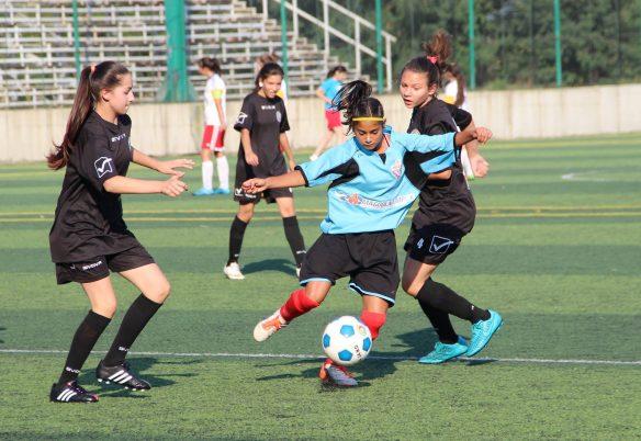 """Aproape 300 de fotbaliste cu vârste între 13 și 15 ani participă la turneul din cadrul proiectului """"Fotbal și feminitate"""" / Foto: Dan Bodea"""