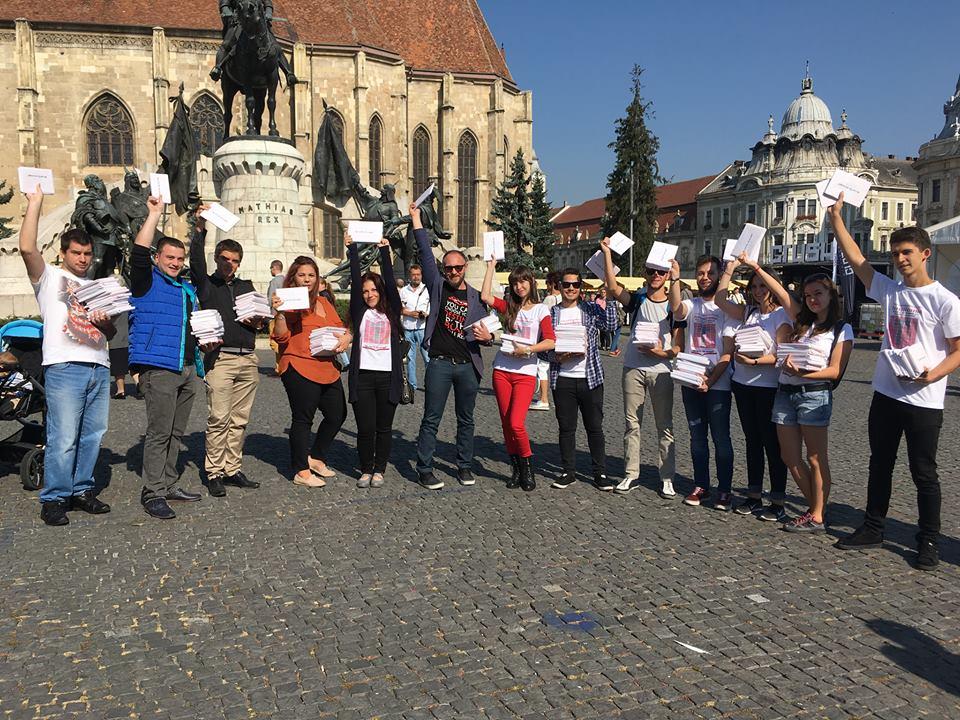 Voluntarii Festivalului Internațional de Carte Transilvania au împărțit 3.000 de pachete cu cărți clujenilor