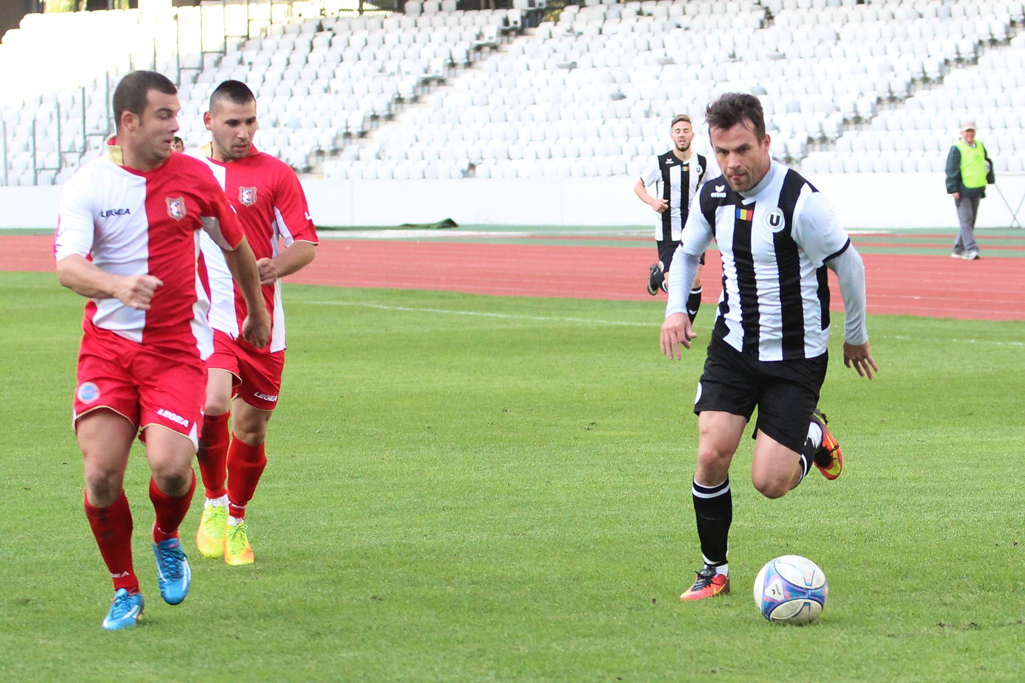 Dorin Goga (foto, în alb şi negru) a marcat două goluri în victoria Universităţi Cluj, scor 5-1, cu Sticla Turda, în Cupa României / Foto: Dan Bodea