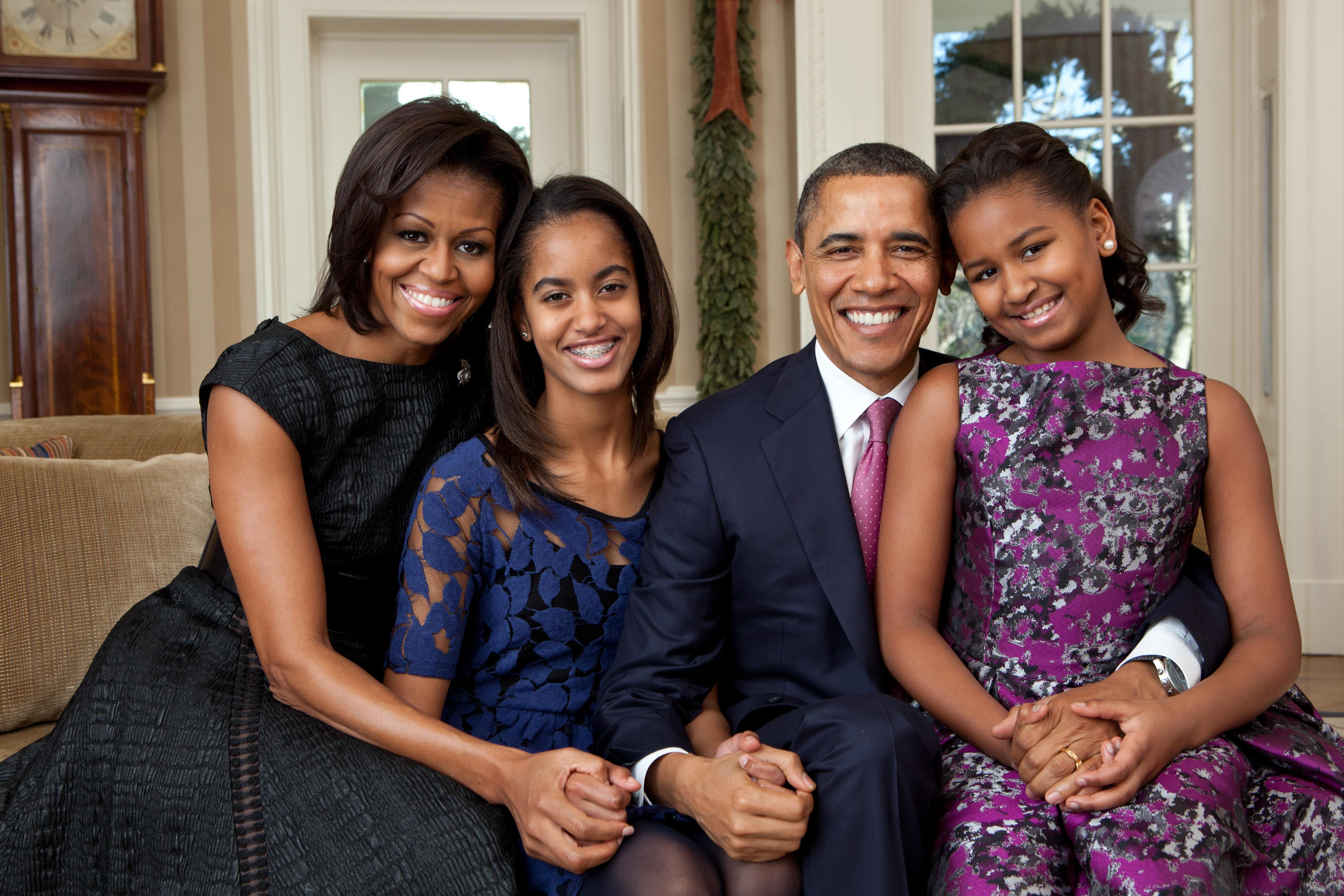 Familia prezidențială: Sasha,   Malia,   Michelle și Barack Obama