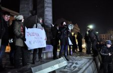 Sute de clujeni au cerut în stradă demisia lui Ciorbea