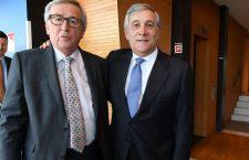 Jean-Claude Juncker și Antonio Tajani (dreapta)
