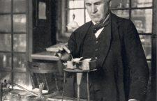 Thomas Alva Edison, inventator şi cercetător american în domeniul electricităţii. A realizat telegraful, fonograful şi microtelefonul, lampa cu incandescenţă etc.