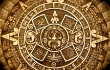"""Cuvântul """"calendar"""" îşi are originea în termenul latin """"calendarium"""", care însemna """"registru contabil"""". Acesta, la rândul său, este derivat din cuvântul mai vechi """"calendae"""", adică prima zi a lunii romane, ziua în care toate sărbătorile, evenimentele oficiale şi zilele de târg ale lunii respective erau anunţate în piaţa publică."""