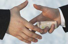 Corupți rămâme o mare problemă în statele din Estul și Sudul UE