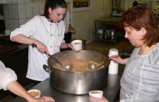 """""""O masă caldă"""" primește o bucătărie permanentă de la primărie"""