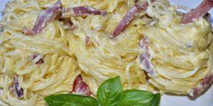 Spaghete carbonara cu smântână