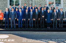 Fotografia de grup cu liderii UE întruniți la Tallin | Foto: Arno Mikkor (EU2017EE)
