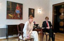 Președinta Estoniei, Kersti Kaljulaid, în timpul întâlnirii cu jurnaliștii străini | Foto: B. Stanciu