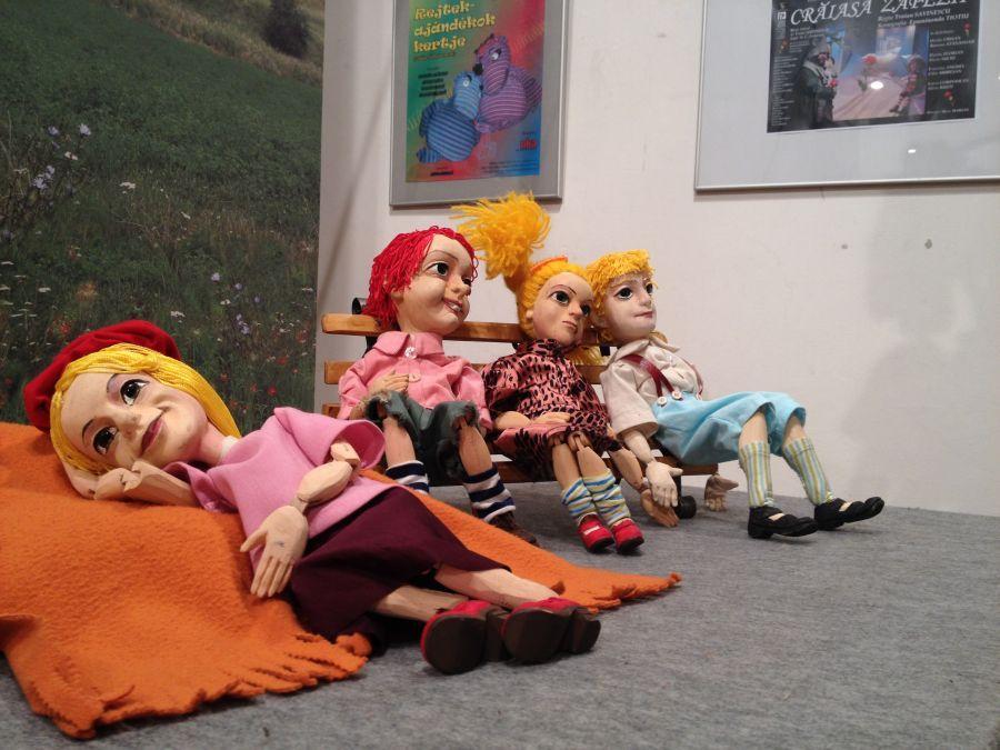 """Epaminonda Tiotiu, un scenograf """"bolnav de păpușărie"""": Despre puterea de seducție a teatrului de păpuși tradițional"""