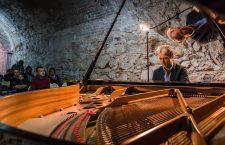 Turneul național Classic Unlimited ajunge la Cluj. Muzică clasică în atelier, la tipografie și în birou