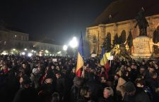 Peste 5.000 de clujeni în stradă. Protestează față de modificarea legilor justiției