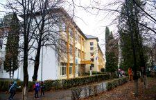 """Timp de doi ani, Școala """"Ion Creangă"""" din Mănăștur a așteptat de la autoritățile locale banii necesari pentru a amenaja o mansardă sau un corp nou de clădire în care să fie deschise alte 6-8 săli de clasă"""