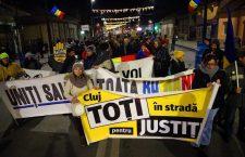 Clujenii au protestat în marș bătând în oale din centru până în Mănăștur