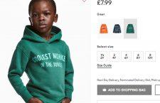 """Reprezentanții H&M și-au cerut scuze pentru imaginea în care un copil de culoare poartă un hanorac imprimat cu mesajul """"Cea mai cool maimuță din junglă""""."""