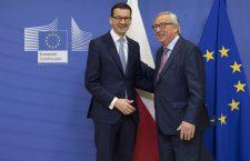 Premierul polon, Mateusz Morawiecki (stânga), primit la Bruxelles de președintele Comisiei Europene, Jean-Claude Juncker | Foto: Comisia Europeană