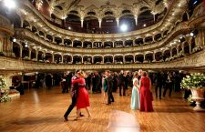 Vals în Sala Mare a Operei Naționale Române din Cluj-Napoca/ Foto: Dan Bodea