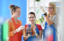 Chemgeneration la UBB. Elevii sunt invitaţi să experimenteze pentru o zi viaţa de student