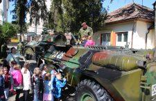 Exerciții demonstrative și muzică militară de Sărbătoarea Forțelor Terestre, la Cluj-Napoca