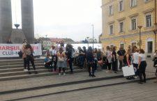Femeile protestează împotriva violenţei şi a abuzului sexual