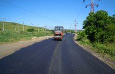 Se asfaltează drumul către Băile Cojocna