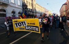"""500 de protestatari în centrul Clujului: """"Dăncilă, nu uita, azi îți vrem demisia"""""""