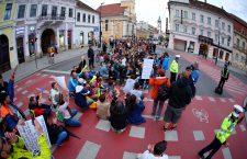 FOTO| Săptămâna la Cluj-Napoca începe cu un nou protest în Piața Unirii