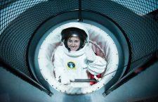 Dorina Gîrbovan, profesoara din spațiu, în timpul unei simulări.