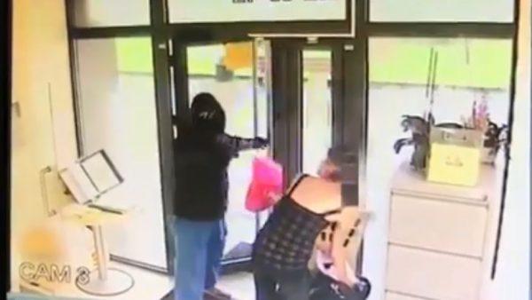 Imagine din timpul tenttivei de jaf   Captură video