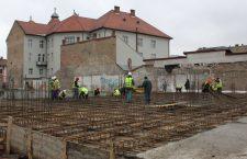 Mai mult de o treime dintre angajații români sunt remunerați, cel puțin formal, cu salariul minim pe economie