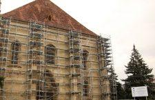 Biserica Sfântul Mihail din centrul Clujului a fost înconjurată de schele și va fi închisă până în 2021 | Foto: Dan Bodea