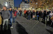 100 de clujeni au protestat împotriva deciziei de interzicere a manifestărilor spontane