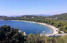 Skiathos, insula pe care îşi odihneşte umbra muntele Athos