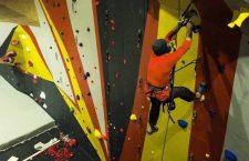 Clujul, raiul cățărătorilor. Cel mai mare perete de escaladă din Transilvania, inaugurat astăzi într-o fostă hală de fabrică
