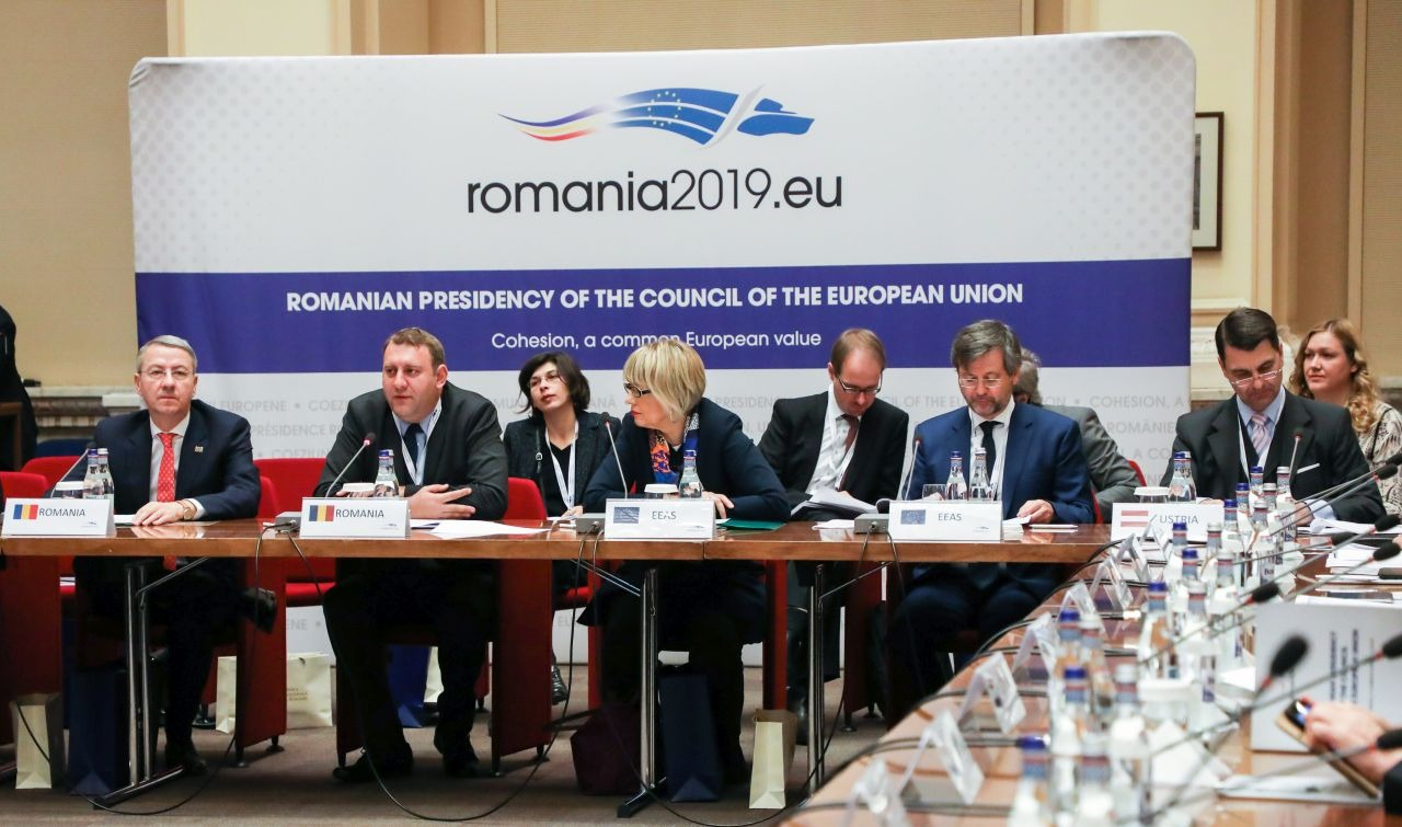 """Ministrul delegat pentru Afaceri Europene, George Ciamba (stânga), va fi unul din principalii """"jucători"""" ai Europei în următorul semestru   Foto: MAE"""