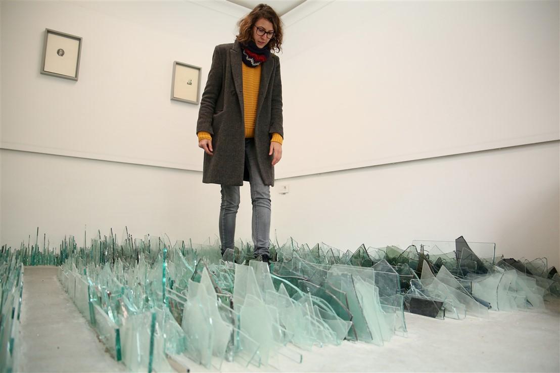 Within walking distance problematizează relația dintre consumatorul de artă și lucrarea de artă/Foto: Dan Bodea