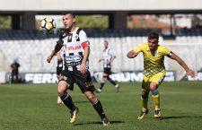 Dorin Goga (foto, în prim-plan) a marcat în minutele 13, 39, 40 și 70 a partidei cu Dacia Unirea Brăila și intrat pe lista scurtă a U-iștilor care au înscris 4 goluri într-un meci disputat în deplasare, în eșalonul secund / Foto: Dan Bodea