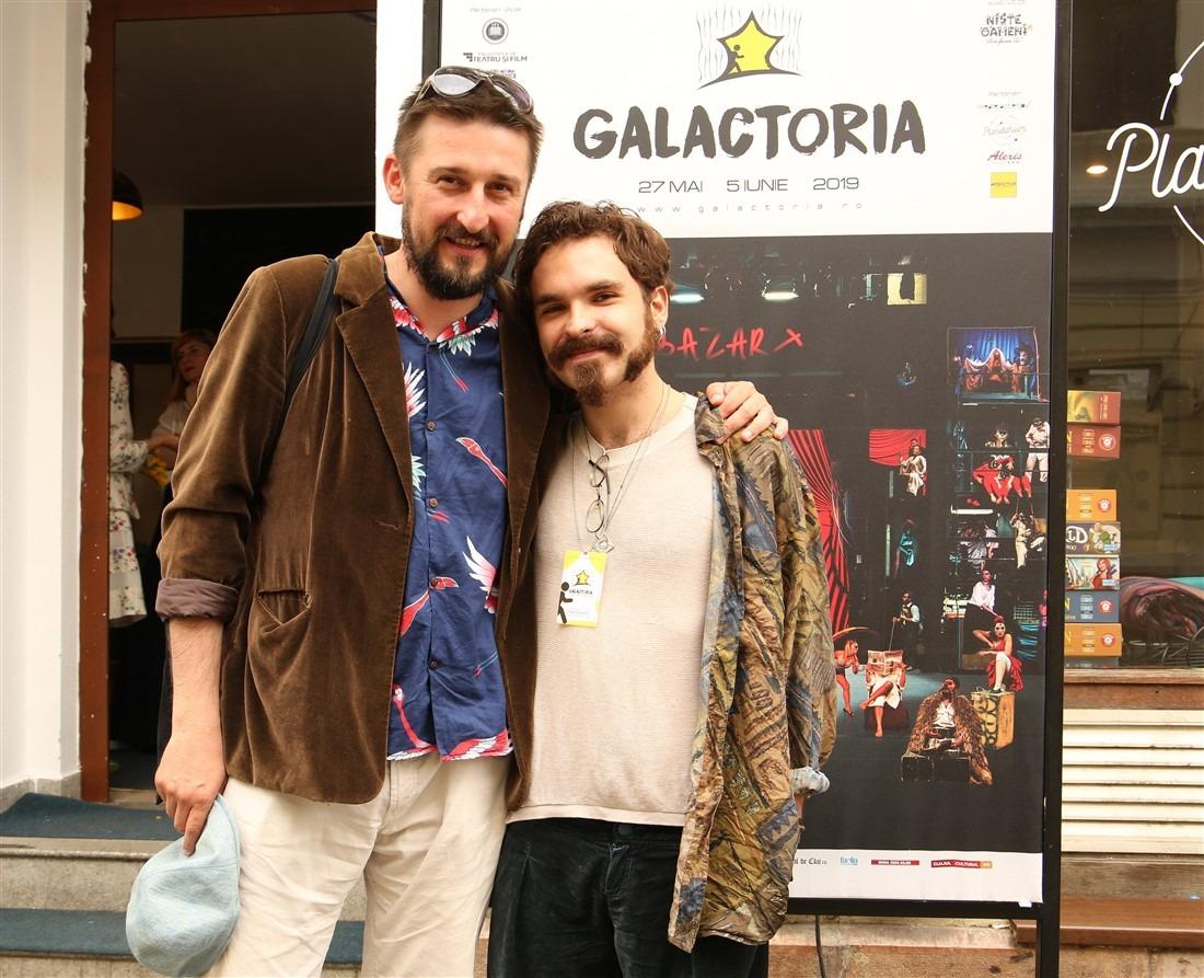 Actorul și profesorul Ionuț Caras alături de absolventul secției de actorie Ștefan Iancu | Foto: Dan Bodea