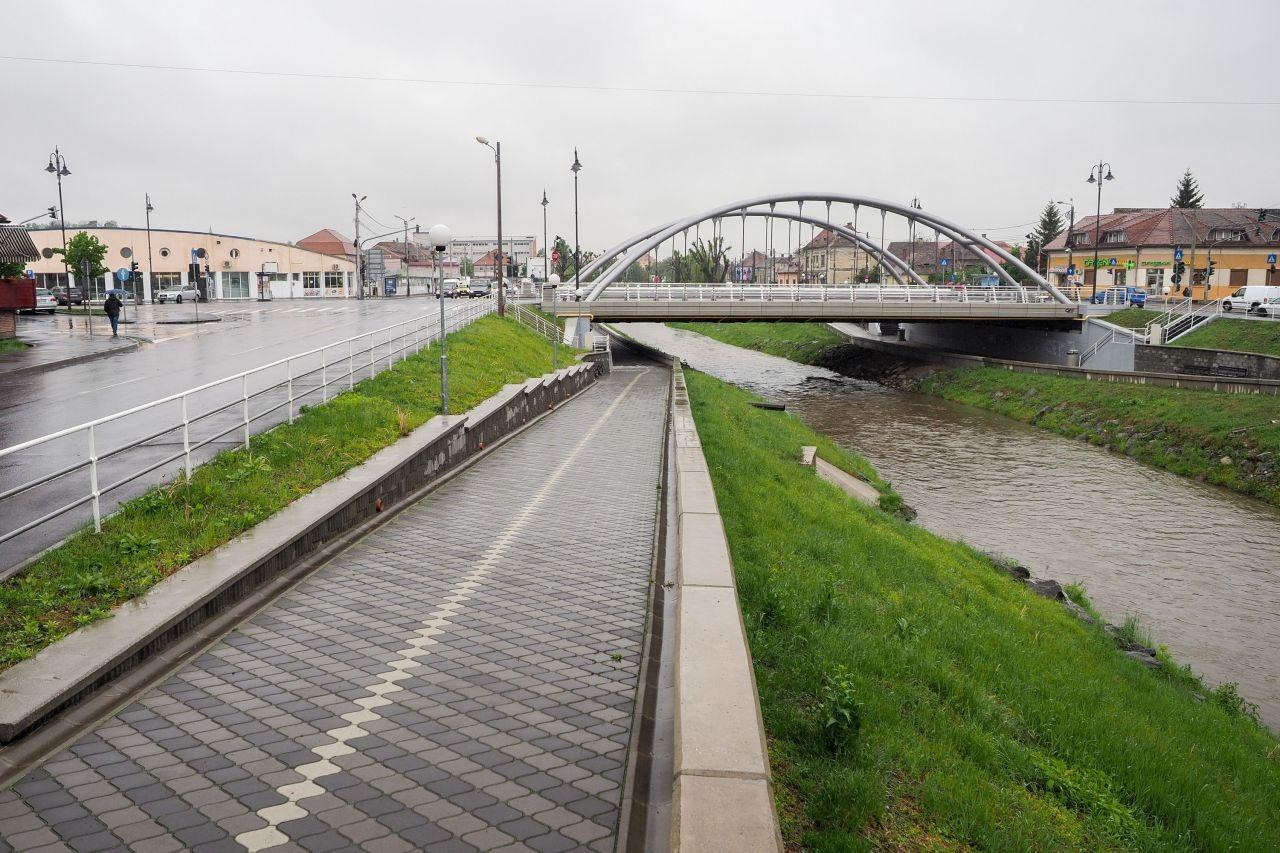 În zona Podului de lângă Piața Cibin, malurile râului au fost deja modernizate | Foto: Vakarcs Loránd