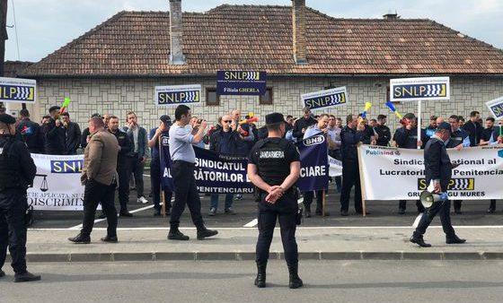 "Protest la Penitenciarul Gherla: ""Toader a ratat, Birchall fii bărbat"""