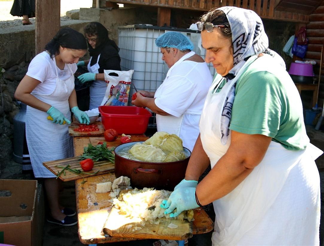 Pregătirile pentru ziua de joi, la Nicula, erau marți în plină desfășurare/Foto: Dan Bodea