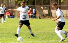 Dorin Goga (foto, la minge) și Alex Pop (foto, în dreapta) au marcat golurile victoriei Universității Cluj în fața celor de la Viitorul Pandurii Târgu Jiu, scor 3-0 / Foto: Dan Bodea