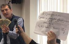 Foto | Exproprieri cu scandal pentru prelungirea pistei de la Aeroport: Vă bateți joc de proprietățile noastre!