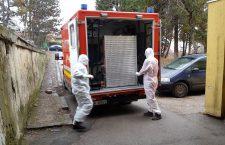 Suspectul a fost transportat de la aeronavă la camera de gardă a Spitalului de Boli Infecțioase   Foto: Dan Bodea