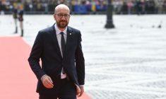 Charles Michel, pe atunci premier al Belgiei, sosind în Piața Mare din Sibiu, la summitul european din 9 mai 2019, găzduit de Klaus Iohannis. Vineri, președintele României va fi musafirul lui Michel, cu care va negocie pe tema bugetului european pentru anii 2021-2027   Foto: Agerpres - Alex Micsik