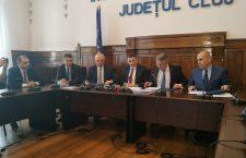 Primarul de Cluj-Napoca, Emil Boc, prefectul de Cluj, Mircea Abrudean, ministrul transporturilor, Lucian Bode și primarul de Oradea, Ilie Bolojan (de la stânga la dreapta), în timpul conferinței de presă în care au anunțat demararea proiectului | Foto: Bogdan Stanciu