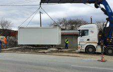 Foto | Containere modulare cu toalete și duș pentru comunitatea de la Pata Rât