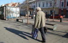 Ordonanța 3: Persoanele de peste 65 de ani pot ieși din case două ore pe zi. Numărul morților a ajuns la 12