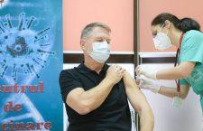 A început etapa a doua a vaccinării anti-CoViD. Proaspăt vaccinat, președintele Iohannis le recomandă tuturor să facă acest lucru