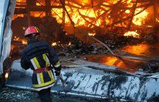 VIDEO Incendiul din parcul industrial TETAROM a fost stins aproape în totalitate